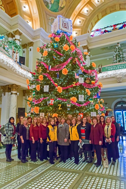 Zonta had the honor of decorating the large tree in the Capitol 2015.